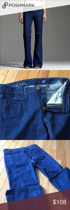 """JCrew high heel flare jeans 28 The jeans are soft, the faded blue is vivid and unique, the pocket placement is divine and the waistline high and slimming. Inseam 30"""". l J. Crew Jeans Flare & Wide Leg"""