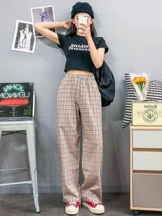Really like korean fashion ideas You can find Korean street fashion and more on our website.Really like korean fashion ideas Mode Outfits, Retro Outfits, Simple Outfits, Trendy Outfits, Vintage Outfits, Fashion Outfits, Fashion Ideas, Casual Korean Outfits, Summer Outfits Korean