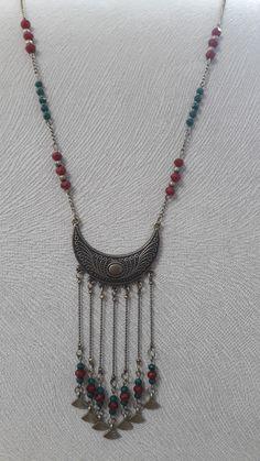 Pearl Jewelry, Boho Jewelry, Jewelry Crafts, Jewelery, Jewelry Necklaces, Jewelry Design, Beaded Jewelry Patterns, Fabric Jewelry, Custom Jewelry