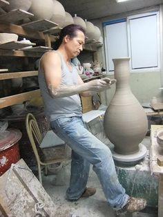 Kim Jin-Hyun - pottery trimming