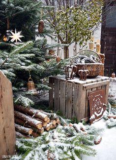Court Snow magic in the courtyard - Schneezauber im Innenhof Christmas Garden, Nordic Christmas, Green Christmas, Outdoor Christmas, Country Christmas, Winter Garden, Winter Christmas, Vintage Christmas, Xmas
