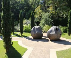 mishaped ball sculptures in a contemporary garden | adamchristopherdesign.co.uk