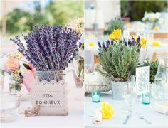 bouquets de lavande officinale et lavande papillon en pot comme centre de table