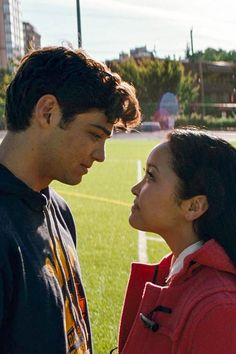 """Peter Kavinsky (Noah Centineo) & Lara Jean Song (Lana Condor) in """"To All The Boys I've Loved Before"""" Lara Jean, Movie Couples, Cute Couples, Romantic Couples, Love Movie, Movie Tv, Powerpuff Girls, Films Netflix, Jean Peters"""