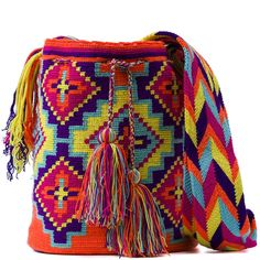comprar bolso wayuu en madrid, wayuu, croche, bolsos hecho a mano, producto artesanal, bolsos tribales, tribalchic, tribal, bolso artesanal, bolso wayuu, bolsos wayuu, algodon, colombia, bolsos, hecho a mano Crochet Home, Diy Crochet, Tapestry Crochet Patterns, Mexican Crafts, Tablet Weaving, Tapestry Bag, Sampler Quilts, Crafty Craft, Bunt