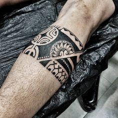 tatuaggi maori-fascia-gamba