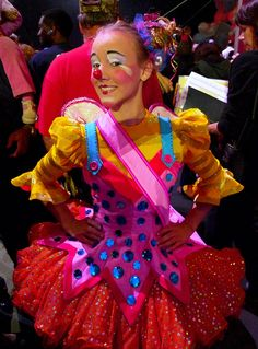 I went to a circus workshop here and this awesome clown, Joy was teaching it! And now they are doing a cool 3 clown show! Clown Costume Women, Circus Costume, Circus Clown, Circus Theme, Cute Clown Costume, Abc Party, Clown Party, Christmas Costumes, Halloween Costumes