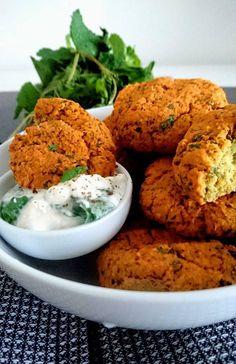 Des falafels de lentilles corails sans matières grasses, accompagnés de leurs tzatziki maison. Le tout Vegan, sans gluten & sans lactose! le rêve!