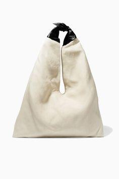 Подбираем челночную сумку к вечернему платью «по методу Демны Гвасалии»