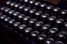 Wie formulierst du ein gutes Anschreiben an einen Verlag oder Agenten? Was gehört in ein Anschreiben? Mit freiem Worksheet.