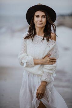 White Silk, Off White, Girl Fashion, Fashion Tips, Bridal Fashion, Fashion Hacks, Bridal Shrug, Wedding Hats, Wedding Dresses