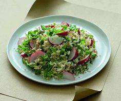 Un'insalata di cereali senza glutine e senza latticini, resa particolarmente gustosa grazie alla presenza di ortaggi particolarmenete saporiti