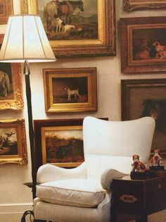 Decorating with dog art Patricia Altschul Mario Buatta English Country Style William Secord New York Gallery wall ideas interior design English Cottage Style, English Country Cottages, English Country Decor, English House, French Cottage, English Style, English English, French Country, Interior Exterior