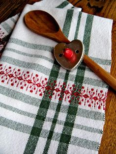 Thistle Rose Weaving Christmas Towels, Christmas Placemats, Weaving Yarn, Hand Weaving, Cricket Loom, Types Of Weaving, Swedish Weaving, Textiles, Weaving Projects