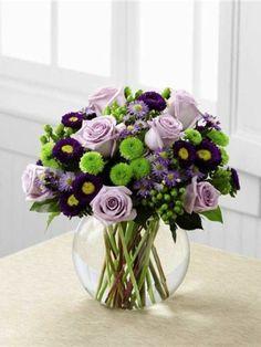 vase boule, bouquet riche en vert et lilas