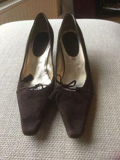 0afb8d7d BODEN brown Suede kitten heel shoes - size 7/40 - Kitten Heels from Ebay UK  - #KittenHeels #heels 2.20 (0 Bids) End Date: Friday Mar-1-2019 12:33:44 GMT  Bid ...