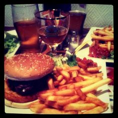 Burger with my old chap Moul' !
