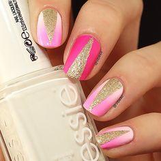 ❤pink nails w/gold design!