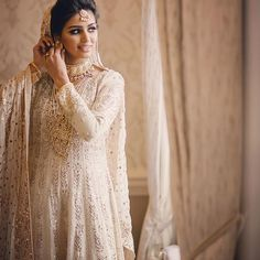 Farah Talib Aziz walima bride Pakistani Wedding Dresses, Pakistani Bridal, Pakistani Outfits, White Wedding Dresses, Wedding Gowns, Wedding Bells, Bollywood Saree, Bollywood Fashion, Nikah Ceremony