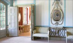Liselund. Hovdekoratören J C Lillie har utformat väggdekoren och kanapéerna.