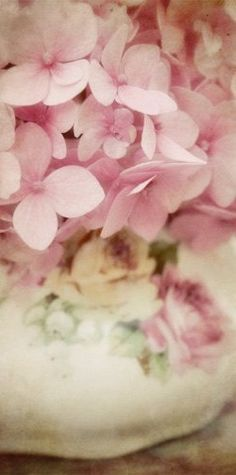 detail - use a vintage sugar bowl with pink hydrangeas