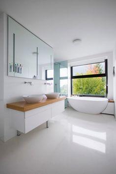 Double View House by Architekti Šebo Lichý Modern Interior Design, Interior Architecture, Concrete Building, H & M Home, Relaxing Bath, Mansions Homes, Bathroom Inspiration, Bathroom Ideas, Design Inspiration