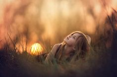 Photo Sunset by Geo Blanas on Children Photography Poses, Cute Kids Photography, Sunset Photography, Portrait Photography, Cute Baby Girl Pictures, Toddler Pictures, Photo Composition, Beautiful Children, Photo Art