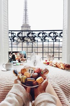 Christmas mornings in Paris: http://www.ohhcouture.com/2017/01/christmas-break-paris/ | #ohhcouture #LeonieHanne