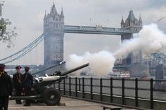 The Honourable Artillery Company fire a 62 round Royal Gun Salute outside the Tower of London on July in London, to celebrate the birth of the royal baby. Gala Dinner, Tower Of London, London City, Bebe Real, Kensington, Pictures Of Prince, Prince George Alexander Louis, Europe News, Kate Middleton Prince William