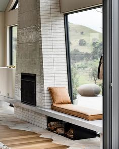 Wonderful Photos modern Fireplace Hearth Tips – Rebel Without Applause Fireplace Hearth, Modern Fireplace, Fireplace Design, Fireplace Seating, Luxury Home Decor, Cheap Home Decor, Luxury Homes, Decoration Inspiration, Interior Design Inspiration