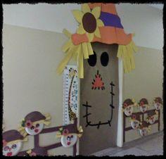 Olá,   Confira essas portas decoradas  com personagens que você pode fazer na sua sala de aula: