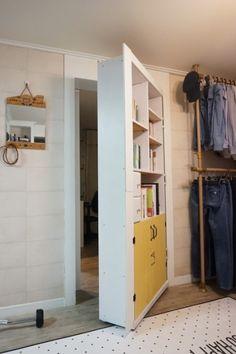 안쓰는 책장을 활용해 열리는 벽 만들기 (비밀의 책장) : 네이버 블로그 Room Interior, Home Interior Design, Interior Decorating, Dream Furniture, Furniture Design, Fake Walls, Smart Closet, Hidden Spaces, Secret Rooms