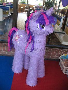 My Little Pony piñata  + Piñatas personalizadas en guatemala, Piñatas de viaje, Piñatas de liston y Piñatas mini para centro de mesa y sorpresas +   Foldable Travel Piñatas +  Worldwide shipping :)  https://www.facebook.com/deTODOparatusfiestas