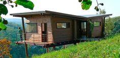 Maisonnette en bois sur pilotis sur une colline verdoyante au Brésil | Construire Tendance