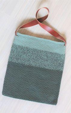 HÆKLET TASKE MED HANK | DenHaekledeVerden Boho Bags, Knit Crochet, Crochet Bags, Diy And Crafts, Purses, Sewing, Knitting, Bomuld, Pattern