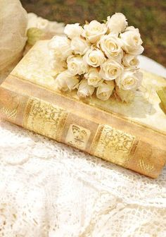Flowers and books.....Two companions which will always make you happy.....   Aline ♥