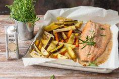 Uunilohi on yksi suomalaisten suosikkiruoista. Se on maukas ja helppo valmistaa. Valmista koko ateria kerralla leivinpaperilla vuoratulla uunipellillä. Helppoa ja herkullista! Koti, Bon Appetit, Turkey, Meat, Turkey Country
