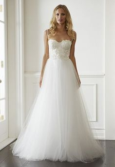 Lisa Gowing - Isla | CHWV Perfect for tube shaped body shaped #brides