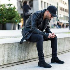 Chelsea boots all black men street style brought to you by Tom Maslanka Chelsea Boots Homme, Chelsea Boots Herren, Chelsea Boots For Men, Leather Jacket Outfits, Men's Leather Jacket, Leather Jackets, Jacket Jeans, Black Chelsea Boots Outfit, Black Suede Chelsea Boots