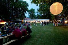 Večení party v zámeckém parku Party, Parties