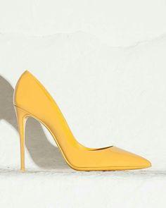 Zapato de color amarillo :)