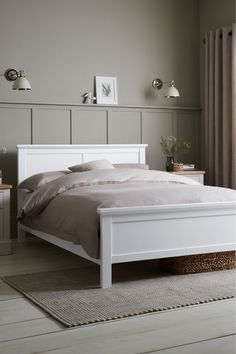 Small White Bedrooms, Small Double Bedroom, Beds For Small Rooms, Small Master Bedroom, Double Beds, Cozy White Bedroom, Bedroom Ideas For Small Rooms For Adults, Cream And White Bedroom, Tranquil Bedroom