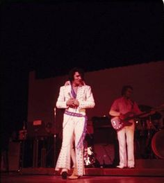 Elvis on stage at the Las Vegas Hilton in January or February 1971 (2)