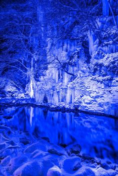 三十槌の氷柱 秩父 The Icicles of Misotsuchi, Chichibu, Saitama, Japan Love Blue, Blue And White, Saitama Japan, Positive Vibes Quotes, Oh Beautiful, Crystal Clear Water, Shades Of Blue, 50 Shades, Electric Blue