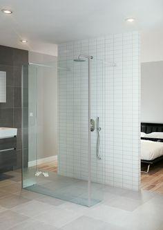 Bruynzeel Lector inloopdouche muursteun // douche douchecabine badkamer sanitair // bathroom shower enclosure walk in // salle de bain espace douche
