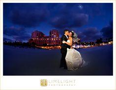 Bride, Groom, Night Portrait, Hyatt Regency Clearwater Beach, Kiss, Wedding Photography, Limelight Photography, www.stepintothelimelight.com