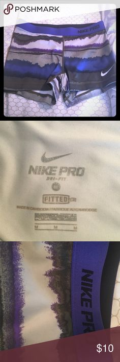 Nike compression shorts size: M 👟 Barley used Nike compression shorts size medium! I'm awesome condition and only worn twice to bed. Great for running errands in, working out, or lounging around the house. Nike Shorts