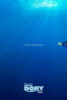 """Este é o primeiro pôster de """"Procurando Dory"""". A imagem faz uso da fala característica da personagem, sugerindo que o peixe """"continue a nadar"""". A estreia está prevista para o dia 16 de julho do ano que vem. Será que Dory , com a ajuda de seus amigos, ira lembrar do seu passado? Imagem: Divulgação"""