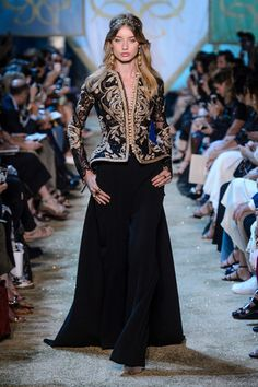 Elie Saab Definitely Watched 'Game of Thrones' Before Designing the Fall 2017 Haute Couture Collection Couture Fashion, Runway Fashion, High Fashion, Gothic Fashion, Couture Week, Oriental Fashion, Indian Fashion, Moda Indiana, Elie Saab Couture