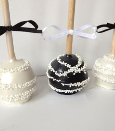 Lolly Cake Pops by Cupcake Boutique Chanel Cake, Chanel Party, Wedding Cake Pops, Wedding Cakes, Beautiful Cakes, Amazing Cakes, Mini Cakes, Cupcake Cakes, Lolly Cake